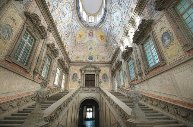 Atrio y escaleras del Paço Episcopal (Palacio Episcopal) de Oporto
