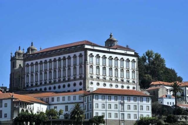 Fachada del Paço Episcopal (Palacio Episcopal) de Oporto