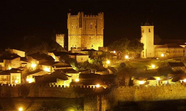 Castelo de Braganza por la noche