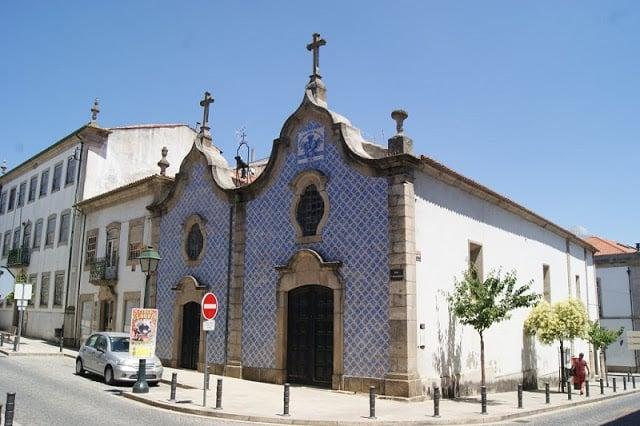 Fachada de azulejos de la Iglesia de la Misericordia en Braganza