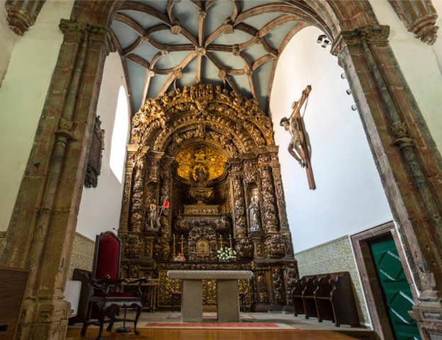 Interior de la Sé Velha (Catedral Vieja) de Braganza