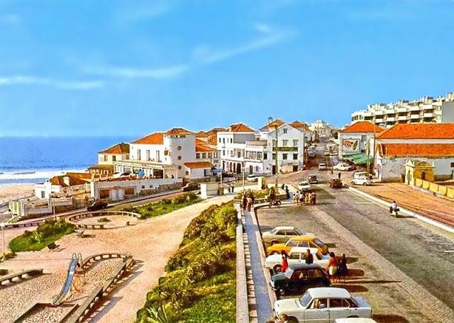 Estacionamiento y parque para niños en la Praia das Maçãs